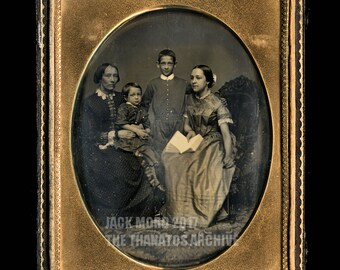 Superb HALF PLATE Daguerreotype of a Family Group by WHIPPLE - Full Case Sealed