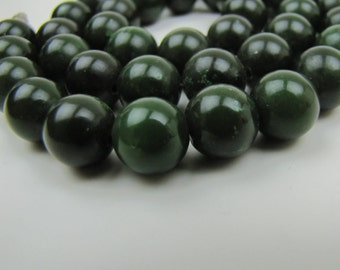 Nephrite Jade Bead Necklace. Spinach Green Jadeite. 10 mm Round Beads Barrel Clasp. Presidium Tested. Weight 60g Vintage Jade Jewelry