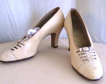 Vintage 1930s Shoes White Leather Pumps Fancy Cut Outs Art Deco Summer Shoes