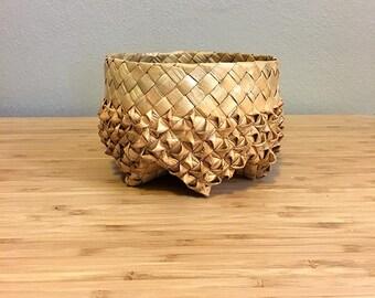 Vintage Wicker Basket / Boho Basket Planter / Mid Century Hand Woven Basket / Bohemian Planter / Jungalow Plant Holder / Star Shaped Basket
