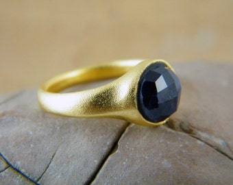 Blue sapphire ring Gold blue ring September brithstone ring Round sapphire ring Gold sapphire ring