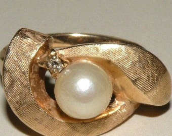 14K Yellow Gold and Pearl Ring--Vintage