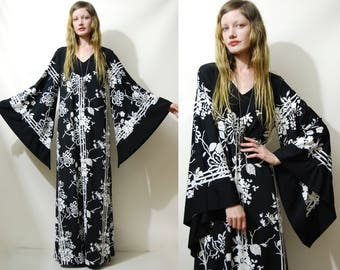 Reserved // 70s Vintage BELL SLEEVE Dress Black/White Abstract Floral Long Flared Angel Tunic Kaftan Bohemian Hippie Retro 1970s vtg S M