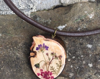 Dried Flowers, wood necklace, Nature Jewelry for nature lovers, resin jewelry, one of a kind, unique jewelry, gifts for women, gifts for her