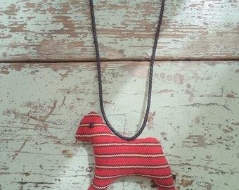 little horsey pendant