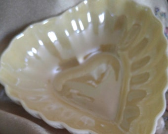 Belleek Heart Dish/ Mothers Day Gift/ Valentine's Day Gift/ Belleek Collectible/3rd Green Mark
