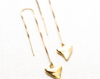 Mano Petite threader earrings - Gold Ear Thread Earrings, Ear Threader Earrings, Shark Tooth Earrings, Gold Earrings, Gold Dangle Earrings