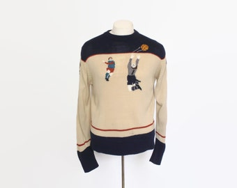 Vintage 70s KNIT SWEATER / 1970s Men's Novelty Soccer Football Knit  Pull Over M
