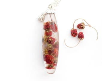 Strawberries necklace - Strawberry pendant - Oblong resin necklace- Woodland jewelry - Woodland necklace-  Berries jeweller- lariat necklace