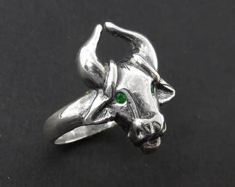 Emerald Taurus Ring - May Birthstone - Gift for Taurus - Zodiac Ring - Astrology Ring - Taurus Sign Ring - Taurus Birthstone - Animal Ring