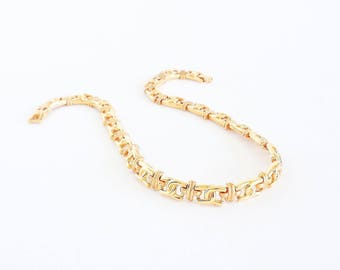 Intricate Golden Links Necklace