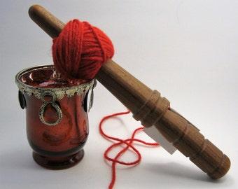 Redheart: Handturned Nostepinde (Yarn Ball Winder) JY-075