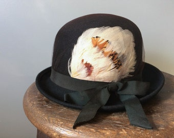 Vintage 1930's 1940's Bowler Hat Black Felt Wool English Derby Edwardian Style Feathers Tulle Glenover Henry Pollak New York Small 6 3/4 1/2