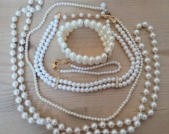 Lot of vintage Pearl necklaces and bracelets