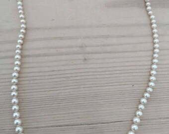 Vintage single strand simulated glass Pearl necklace with a sterling silver clasp