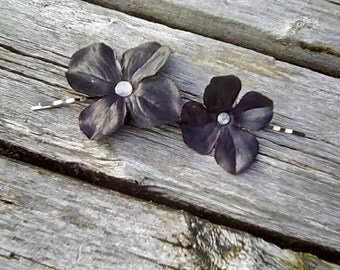 Black Hydrangea Flower Hair Pins, Black Flower Bobby Pins, Black Flower Hair Decorations, Gothic Hair Flowers, Winter Bobby Pins, F09