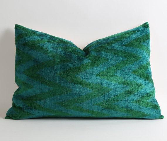 gr ne chevron kissenbezug ikat samt kissen blau gr ne. Black Bedroom Furniture Sets. Home Design Ideas