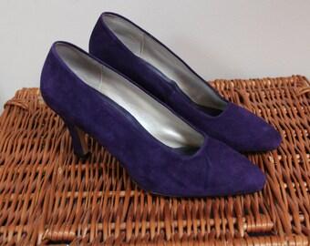 Beautiful purple suede heels shoes purple leather heels shoes 90s 1990s 80s 1980s shoes heels suede vintage shoes size 4.5 soft suede purple
