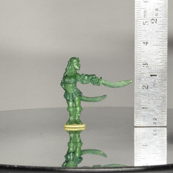 Buxom Swasbuckling Pirate Lady Miniature Sculpt  - 1x Green Stuff Master Miniature Figurine