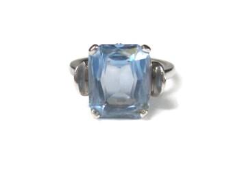 Vintage 10K White Gold Blue Topaz Ring Size 6.5