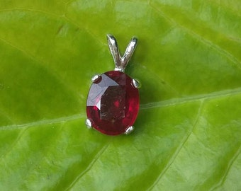 SALE Ruby pendant top fire scintillating 4.3ct blood red. Natural ruby