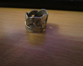 vintage entwined silvertone band ring size J.1/2
