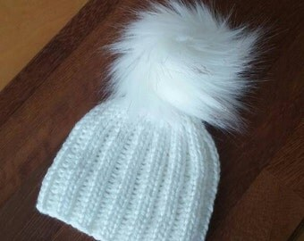 Baby knit ribbed hat in white with faux fur pompom/ knitted hat/ unique and cute hat for newborn/ photo prop