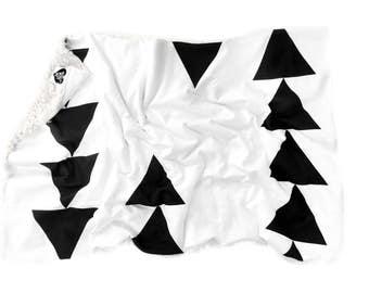 Baby Blanket Modern Triangle, Black and White, Gender Neutral, Faux Fur Blanket, Toddler Blanket, Baby Gift, Black Triangle, Geometric,Boho