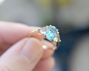 10k Yellow Gold Blue Topaz Three Gemstone Ring, Blue Topaz Jewelry, 10k Gold Ring, Estate Jewelry, Blue Topaz Gemstone Ring