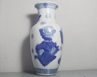 Vintage Blue and White Chinese Vase/Blue and White Chinoiserie Vase/Chinese Porcelain Vase/Oriental Decor/Chinese Decor/Chinoiserie Decor