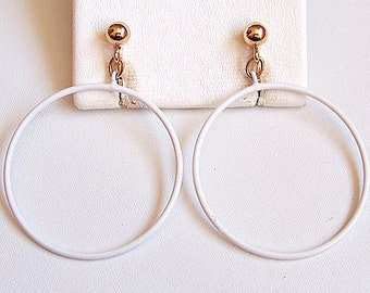 Napier White Thin Hoops Clip On Earrings Gold Tone Vintage Extra Large Enamel Open Dangle Rings Round Domed Bead