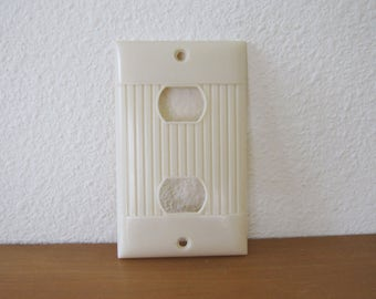 Vintage Bakelite Plastic Outlet Cover Despard Interchangeable IC Deco White Ivory Sierra Ribbed NEW