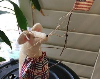 Primitive Small Mouse , Patriotic Garden Mouse , Handmade  Folk Art  Decoration