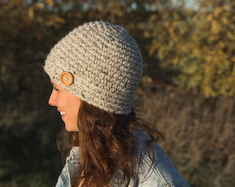 Cloche hat/Beanie/Wood button/The Wanda hat