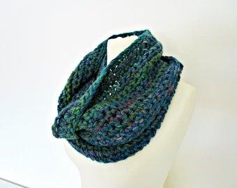 Dark green scarf Crochet green cowl Sea green scarf Emerald scarf cowl Crochet green scarf Oversized scarf cowl Green wool scarf Large scarf