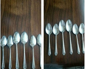 Beautiful Holmes and Edwards Silverplate spoon Set