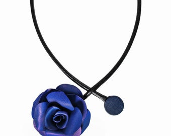 Necklace blue rose flower in bloom of deported right calfskin leather cord