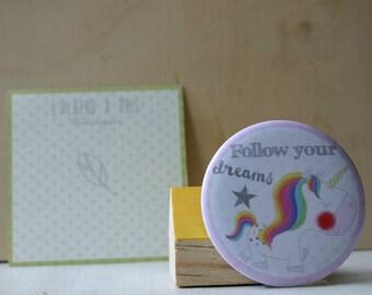 Magnet shows Unicorn Follow your dreams