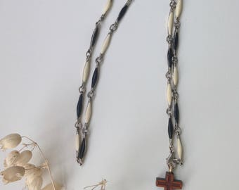 vintage cross necklace / wooden cross necklace / religious necklace