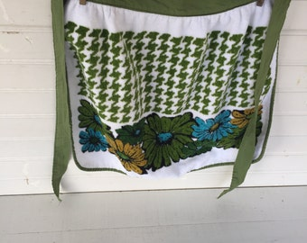 Vintage Apron, Green Floral Apron, 1970's, Green Yellow Blue Flowers, Terrycloth Apron, Cottage Chic, Farmhouse, Rustic