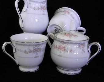 Veranda Noritake Sugar bowl with lid, creamer and 2 cups