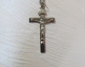 Crucifix Pendant. Catholic Cross Necklace. Christian Gift for Men and Women. First Communion. Vintage 1980s. Silver Metal. Religious Object.