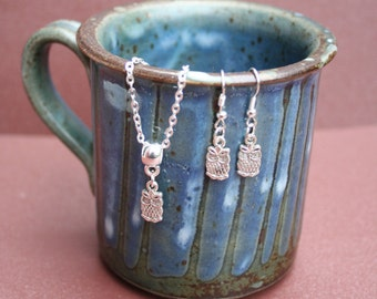Silver plated Owl necklace and earrings set. 22 cm chain.