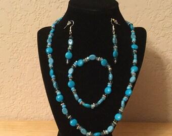 30: Necklace, Bracelet, Earrings Set
