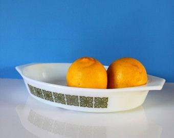 Vintage Pyrex Split Casserole Dish / vintage pyrex / pyrex / housewarming gift / wedding gift