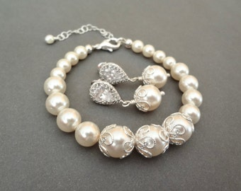Pearl jewelry set, Pearl Bracelet and earring set, Brides pearl set,Swarovski pearl set, Bridesmaids jewelry set, The LACEY collection