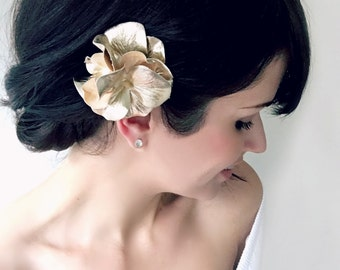Gold Hydrangea Hair Pin. Gold Hair Flower with Pearl. Metallic Gold Fabric Flower Hair Accessory for Weddings. Gold Holiday Hair Accessories