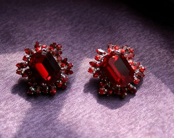 Beautiful Vintage Ruby Red Austrian Crystal Faceted Ornate Earrings. Emerald Cut. Silver Tone Marked Made in Austria. So Sparkling! Glamour!