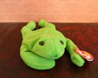 "TY Green Frog Beanie Baby ""Legs"" (B)"