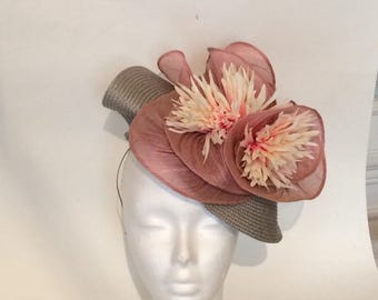 Bibi gray and pink powder a hat at Auteuil